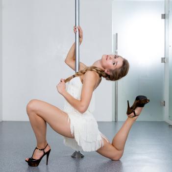 akrobaticheskie-tancy-na-pilone
