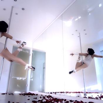 tancy-na-pilone-v -moskve