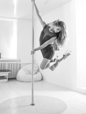 pole dance инструктор